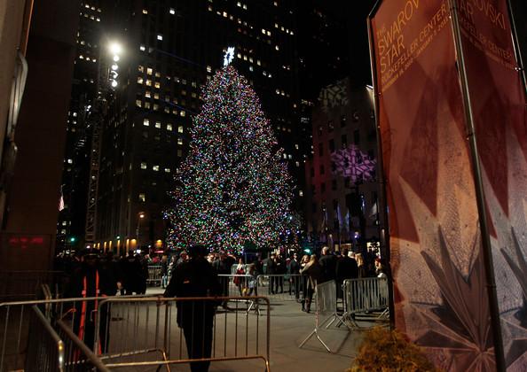 2010+Rockefeller+Center+Christmas+Tree+Lighting+-POjH2IoliZl.jpg