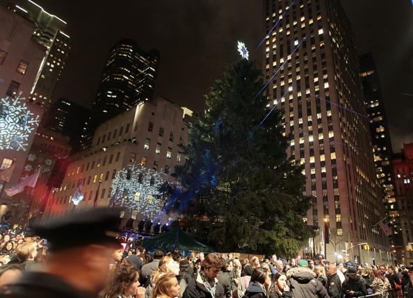2010+Rockefeller+Center+Christmas+Tree+Lighting+CX9VZOTk2t8l.jpg