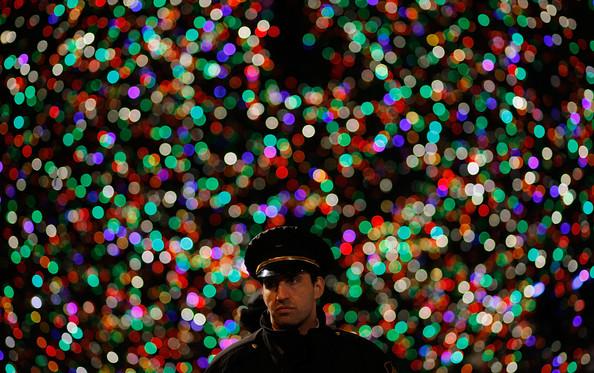 2010+Rockefeller+Center+Christmas+Tree+Lighting+wWvyzK3iHAFl.jpg