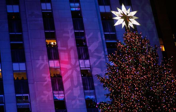 2010+Rockefeller+Center+Christmas+Tree+Lighting+XT55GWAl0nLl.jpg