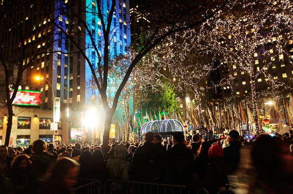 2010+Rockefeller+Center+Christmas+Tree+Lighting+ZlLjPgfqxNgl.jpg