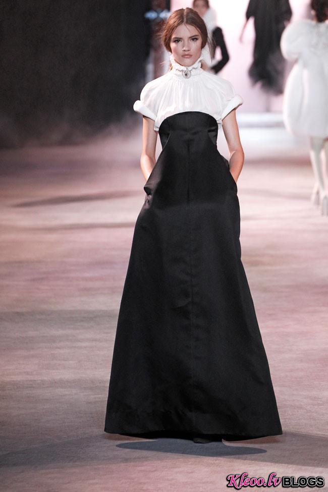 ulyana-sergeenko-fall-couture-10.jpg