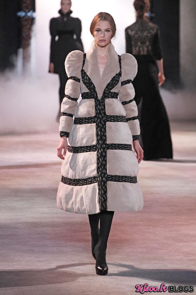 ulyana-sergeenko-fall-couture-32.jpg
