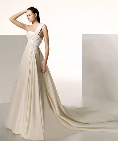 Kāzu kleitas :mode 2010  asimetriskais izgriezums