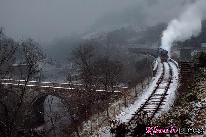 Поезда в фотографиях Robin and Taliesin Coombes