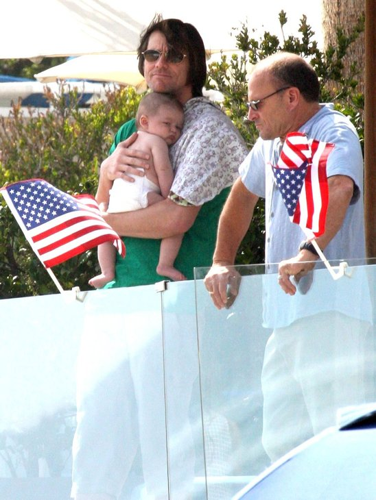 Jim Carrey Celebrates 4th of July On the Beach!