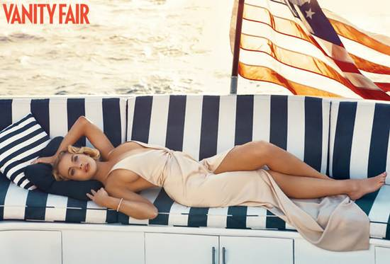 Lindsay Lohan posing for Vanity Fair october 2010 - Hot Celebs Home