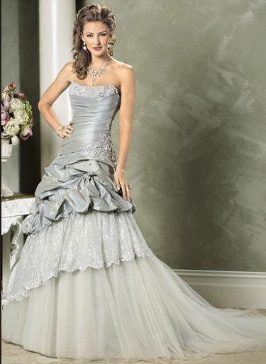 """Kāzu kleitas :mode 2010 ar ''metāla efektu"""""""