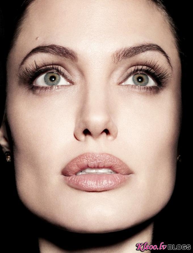 AngelinaJolieNewsweek01.jpg