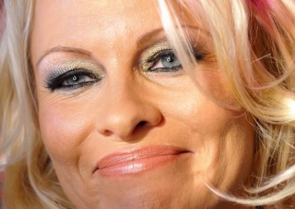 Pamela Andersone ASV parādā pusmiljonu!!!