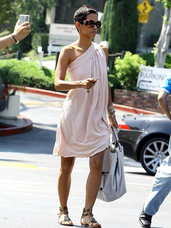 Halle Berry in cool gladiator sandals!