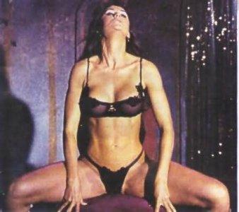 Top 5 aktrises un viņu labākas striptīzu scēnas! (VIDEO)