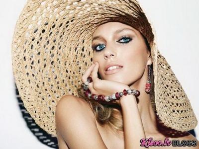 Anja Rubik  Apart Jewelry reklāmā.