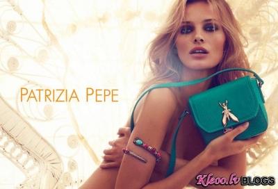 Kolekcijas Patrizia Pepe reklāma.