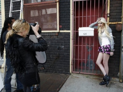 """Madonna padara Taylor par jauno """"Material Girl""""!"""