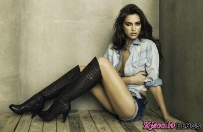 Irina Shayk XTI zābaku reklāmā.