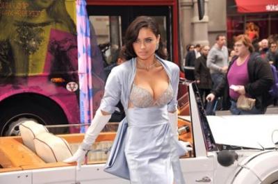 Адриана Лима показала бра за 2 миллиона долларов