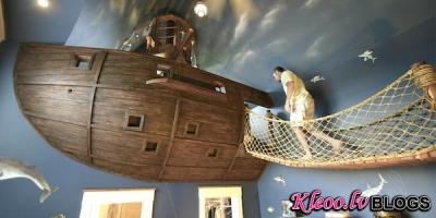 Guļamistaba-pirātu kuģis.