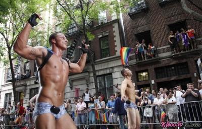 Греческий гей-парад забросали яйцами