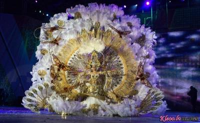 "Naomi Cabrera Pulido, wearing a creation called ""A hundred years of history."