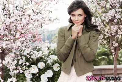Katie Holmes reklāmas kampaņā.