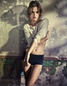 Alessandra Ambrosio – Vogue Brazīlija Žurnālā (Jūlijs 2010)