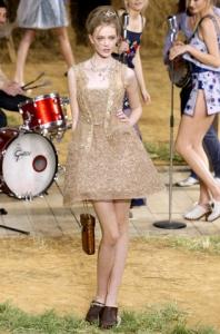 Izlaiduma kleitas - modes tendences 2010