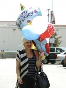 Gwen Stefani mīl dzimšanas dienas ballītes!