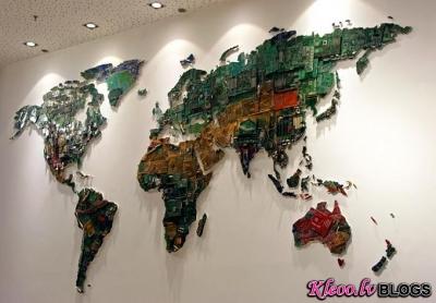 Pasaules karte no mikroshēmām.