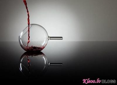 Vīna glāze.