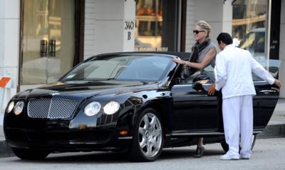 Уличный стиль знаменитости: бизнес-леди Шарон Стоун