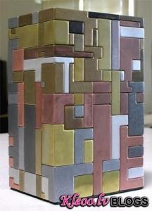 Куб из 135 деталей, трансформирующийся в рабочий пистолет