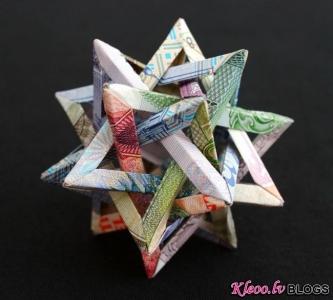 Kristi Malakoff skulptūras no naudas zīmēm.