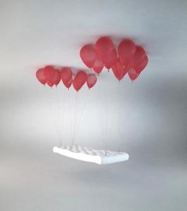 Кровать на «воздушных шариках»