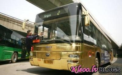 Жители Китая теперь ездят на золотых автобусах
