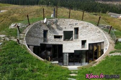 Villa kalna iekšienē.