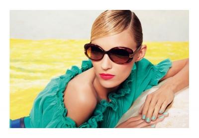 Anja Rubik reklāmas kampaņā 2011.