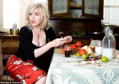 Madonna reklāmas fotosessijā priekš Dolce & Gabbana