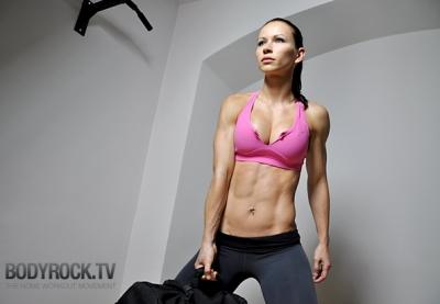 Fitnesa treniņš. 300 atkārtojumu uzdevums - 1. Nedēļa. Vingrojam mājās! (VIDEO)
