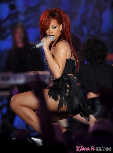 Rihanna NBA 2011 spēlē (VIDEO)