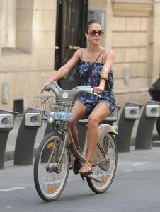 Jessica Alba Parīzē