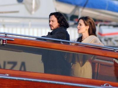 """Angelina Jolie un Johnny Depp's filmā """"The Tourist"""""""