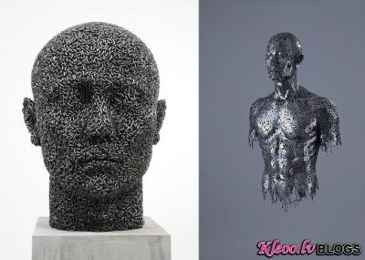 Skulptūras no ķēdēm.