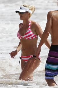 Britney Spears – papraci pieķerta Maui pludmalē