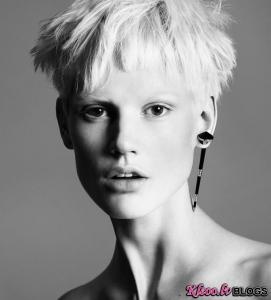 No  Versace  reklāmas kampaņas.