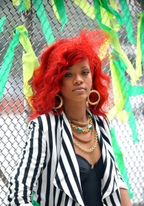 "Rihanna – ""What's My Name"" aizkadri + VIDEO"