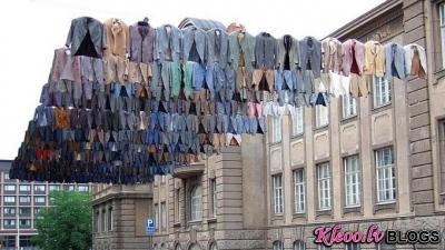 Instalācijas uz veļas virvēm.