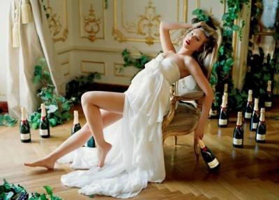 """Scarlett Johansson – """"Moet and Chandon"""" 2011 šampānieša reklāmā"""