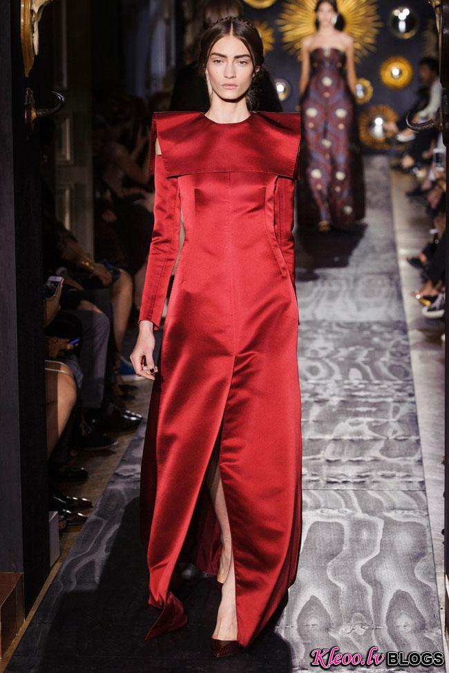 valentino-haute-couture-fall-50.jpg