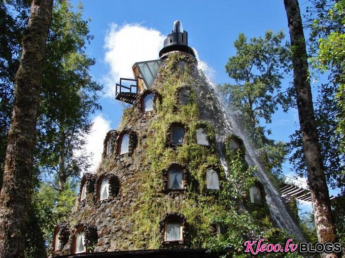 Отель в виде вулкана в Чили